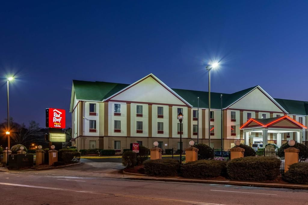 Red Roof PLUS & Suites Atlanta Airport South