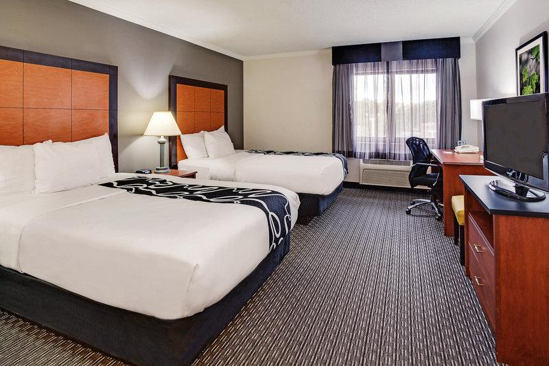 La Quinta Inn & Suites Cleveland Airport North