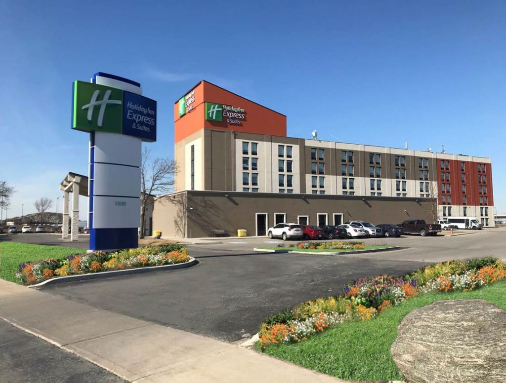 Holiday Inn Express & Suites Toronto Airport West