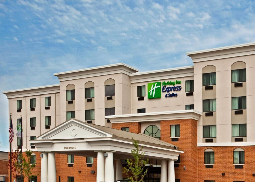 Holiday Inn Express and Suites Chicago West OHare