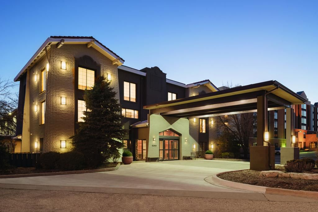 Country Inn & Suites by Radisson Hoffman Estates