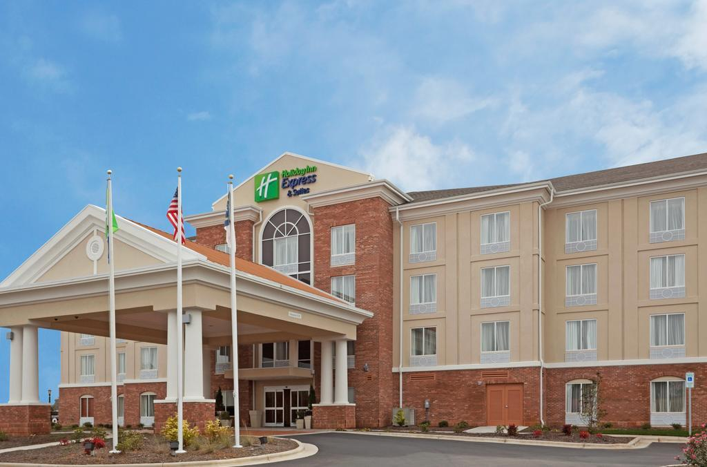 Holiday Inn Express & Suites Greensboro Airport Area
