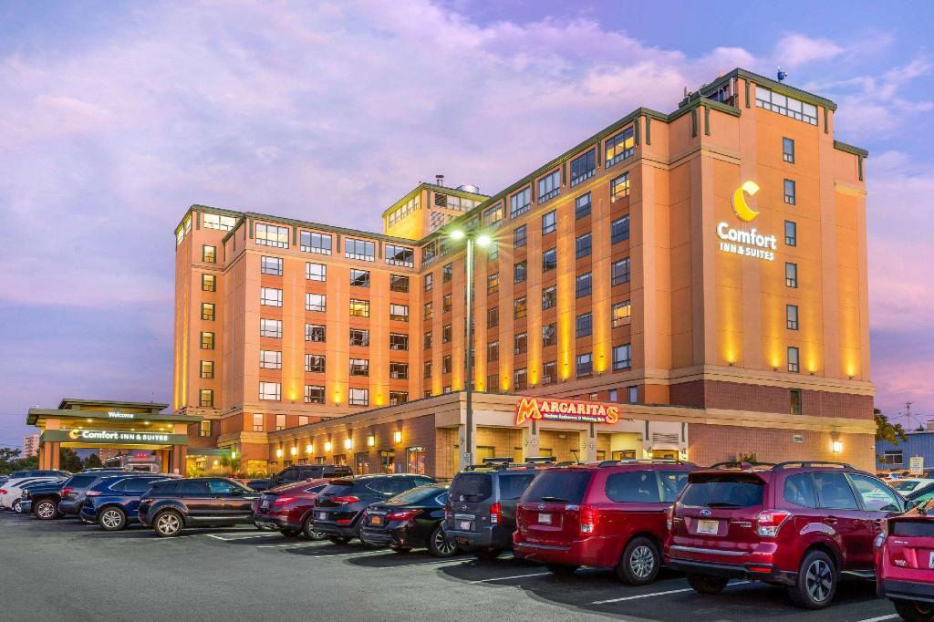 Comfort Inn & Suites Boston Logan Airport