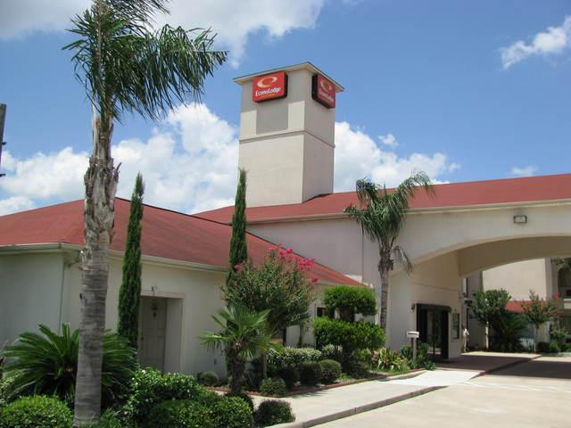 Red Roof Inn & Suites IAH Airport