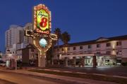 Super 8 - Ellis Island Casino