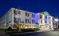 Reserve Park Sleep & Fly at Holiday Inn Express Hotel & Suites Hudson-I-94
