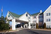 Reserve Park Sleep & Fly at Country Inn & Suites