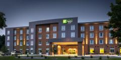 Reserve Park Sleep & Fly at Holiday Inn Express and Suites - Madison Central
